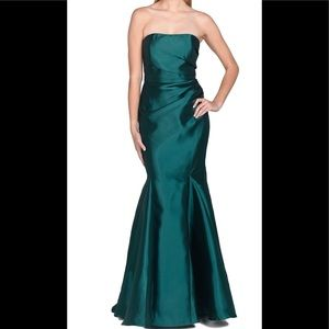 STRAPLESS MERMAID EVENING GOWN